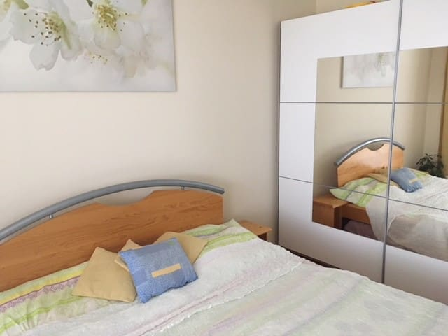 Beautiful room in quiet area 20 min to city center