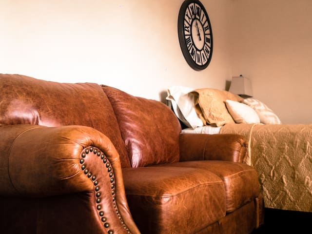Lovely Private Suite on Grace St! - Richmond - Flat