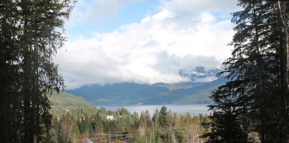 Private Walkout Apartment with Own Entrance & Deck - Kaslo - Appartement