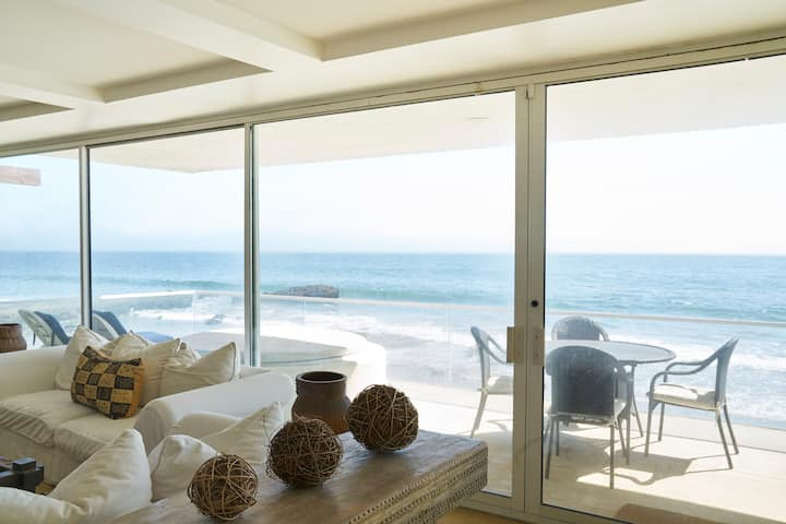 Contemporary Luxury Beach Home on Malibu Rd
