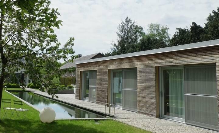 Stijlvol en modern guesthouse met zwemvijver