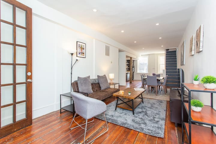 Expansive Loft located in the ❤️ of Old City