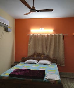 Luxurious Spacious Bedroom in classy Homestay