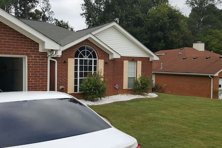 Cozy 4 bedroom with garage. - Grovetown - Maison