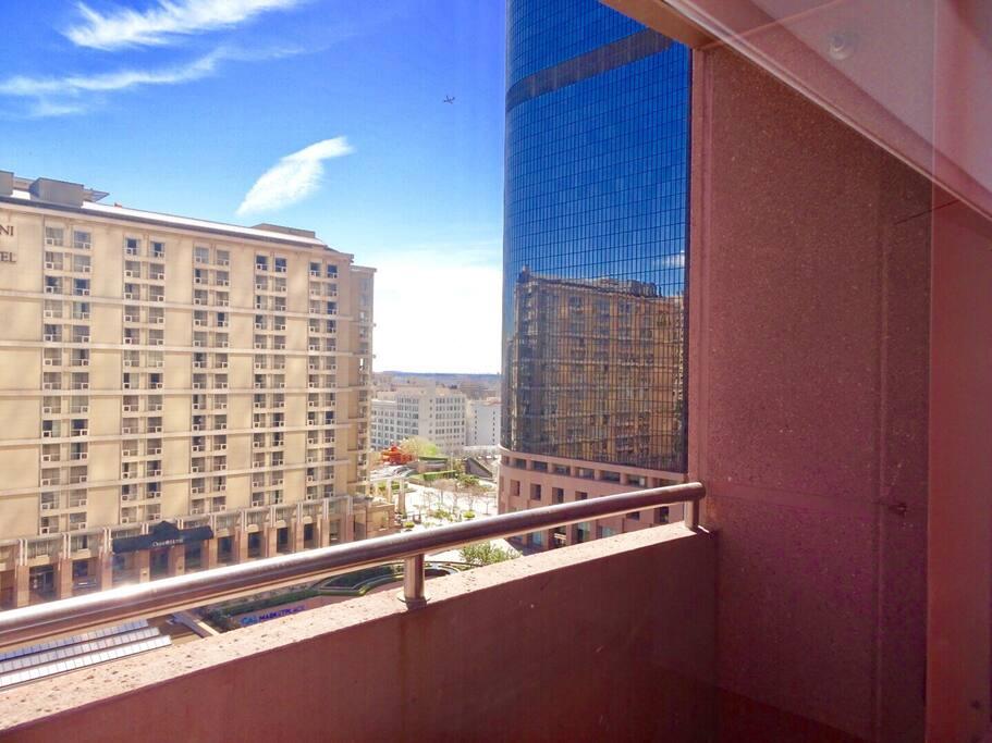 A beautiful day (balcony)