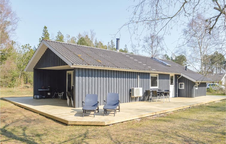 Holiday cottage with 3 bedrooms on 90m² in Ålbæk