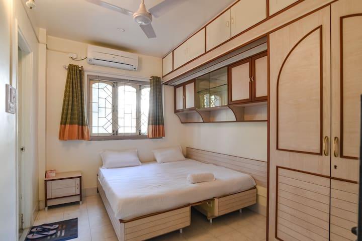 Pvt. Room #3-Near Symbiosis, SB Road Shivaji Nagar