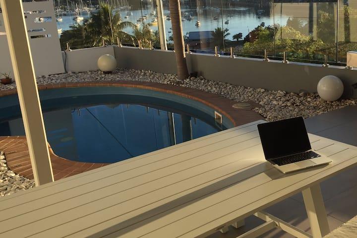 Villa duplex avec piscine parfaitement située