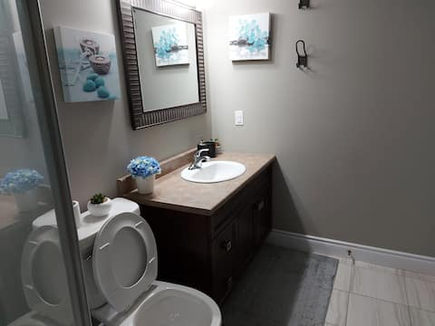 Guest suite with private bathroom & living room