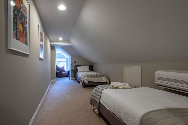 EATON ROOM ★ 2 Beds, Great For 2 People ★ Comfy