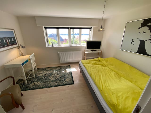 Bedroom - double bed and workstation