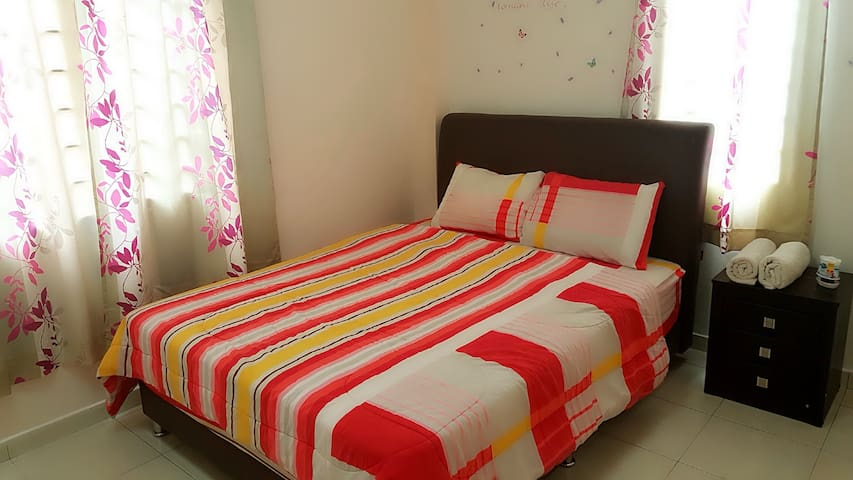 Queen Size Bed,9 mins LRT IOI Mall/Sunway Pyramid