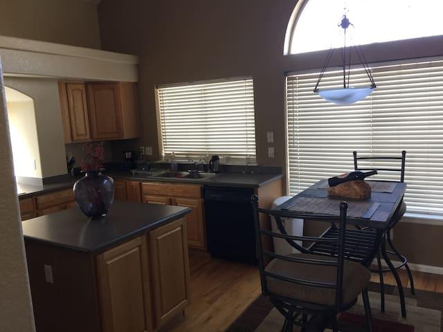DIA private room 420 patio - Denver - Hús