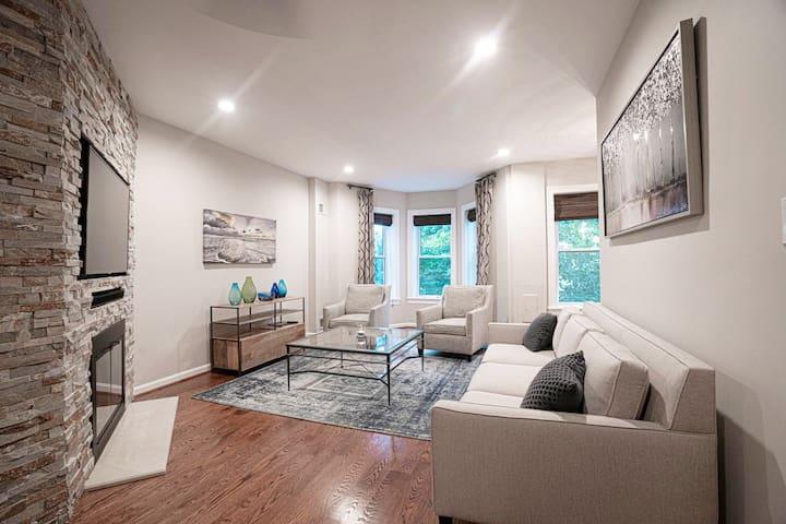 Welcome to the Elliott Street Luxury Suite