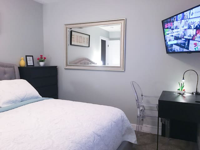 Brand new room in Secord/ near WEM