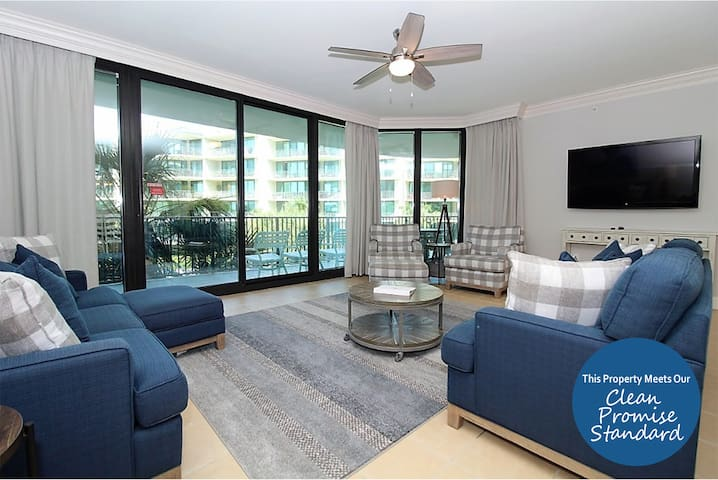 Phoenix on the Bay 1228- Large Terrace and Luxury Amenities!
