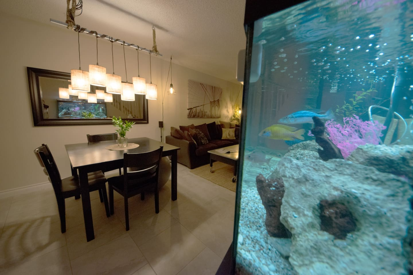 The living room includes a professionally maintained aquarium.