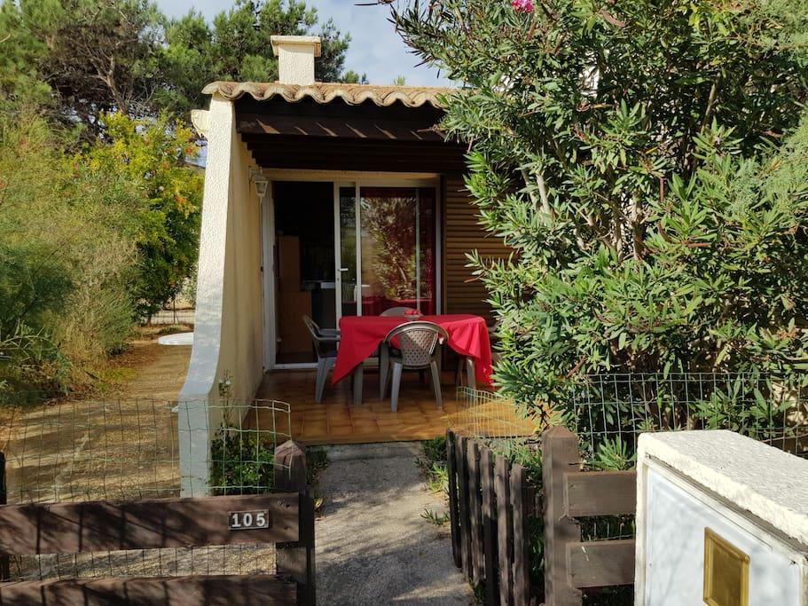 villa 105 village naturiste cap d 39 agde maisons louer agde languedoc roussillon france. Black Bedroom Furniture Sets. Home Design Ideas