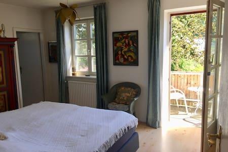 Schiltberg, Zimmer Bad Balkon, Frühstück