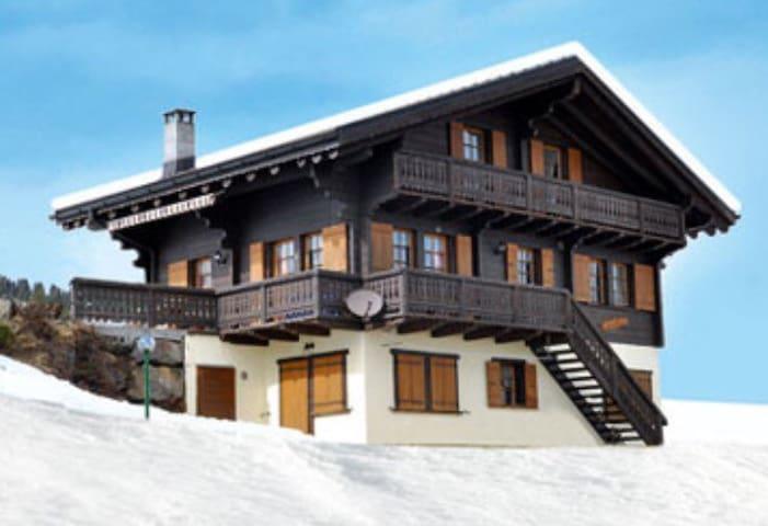 Appartement «skis aux pieds» Champoussin