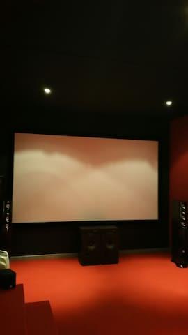 Chbre + salle cinéma Proche Quimper - Pluguffan - Haus