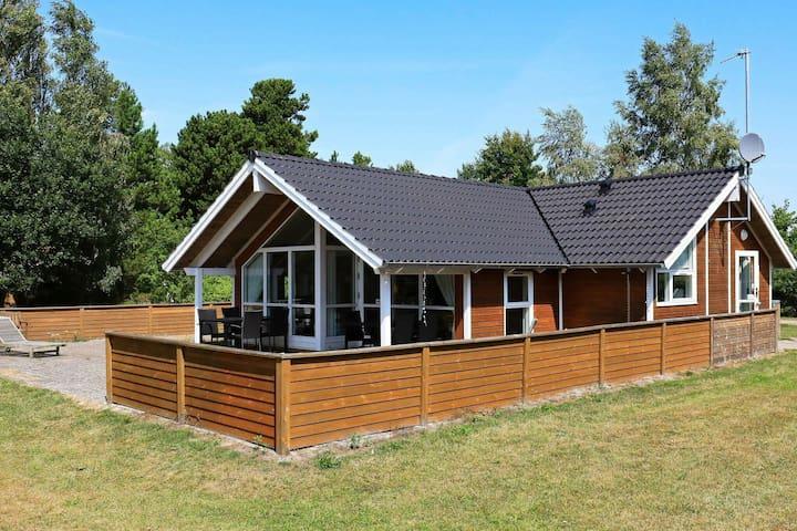 Prächtiges Ferienhaus in Væggerløse mit Sauna