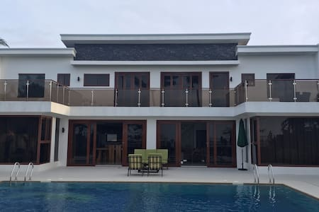 Luxury house in Cubay sur, Malay. Philippines