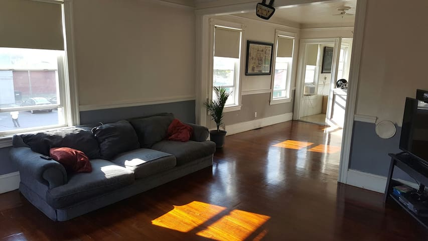 Middle of Federal Hill Spacious Apt - Providence - Daire