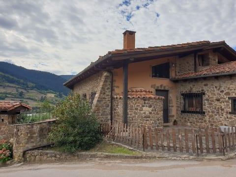 """Valle de Liébana """"LA Encinona MANEL"""""""