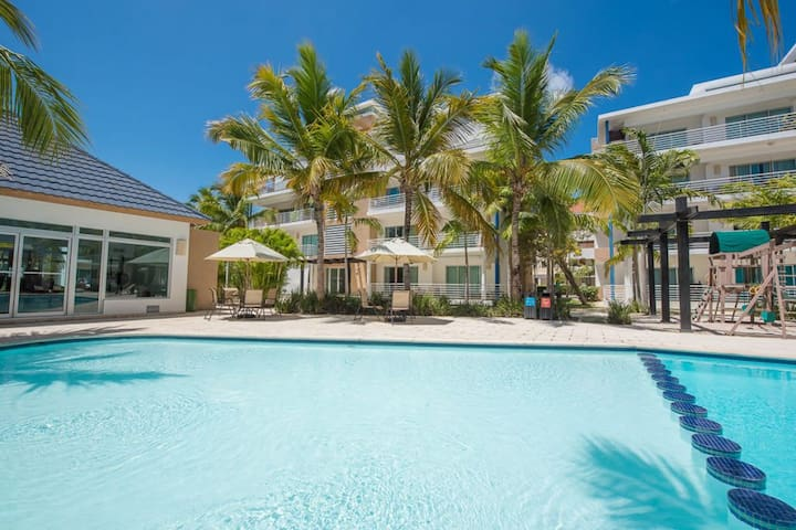 Beachy Apartment (3 km Airport) With Pool and Gym