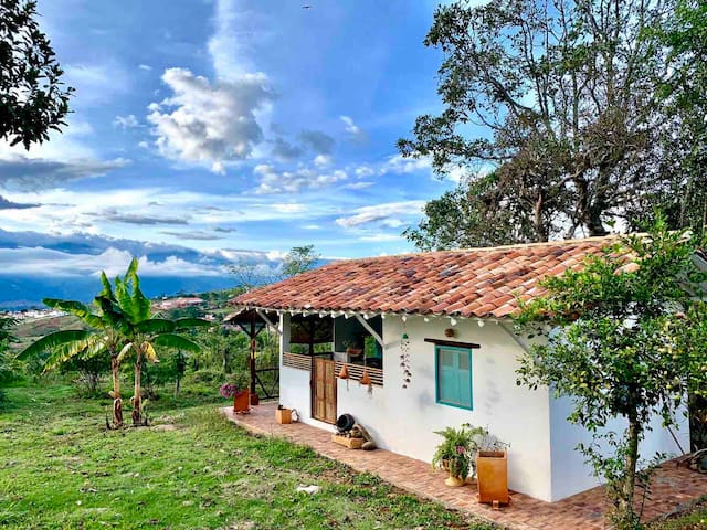 Casa Diego, a detached cottage with 2 single beds (can turn into a queen), full kitchen, full bathroom and balcony