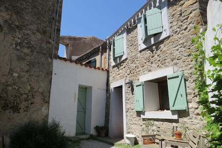 Village house with private courtyard - Moux