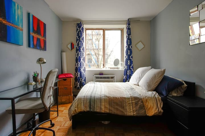 Spacious Sunny room in East Village
