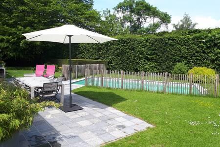 Maison familiale avec piscine au calme