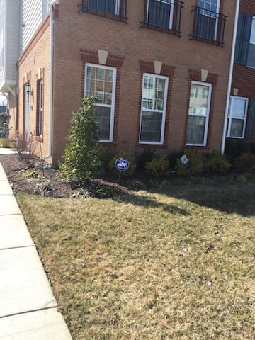 Private Room near Dulles Airport!! - Ashburn - Townhouse