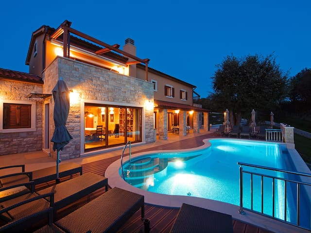 Luxurious Villa Vlastelini with swimming pool - Labin - Villa