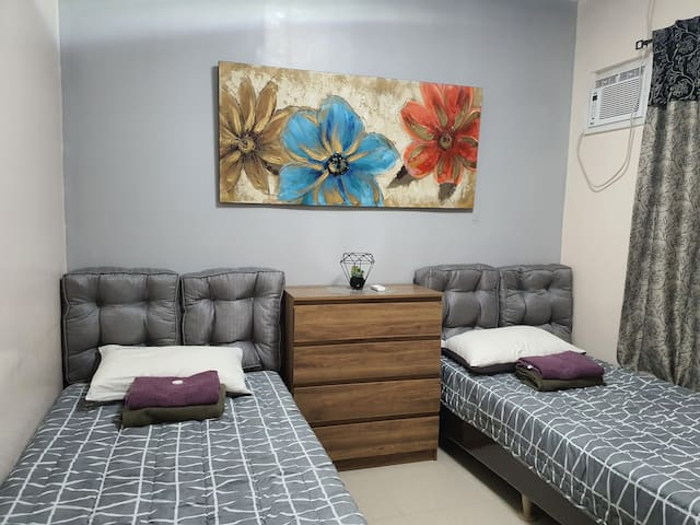 Sleep in a fully air-conditioned cozy bedroom 1
