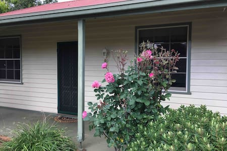 Wattleview Cottage
