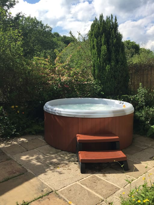 Mallard Hidden Cottage Hot Tub With View Cottages For Rent In Holmfirth United Kingdom