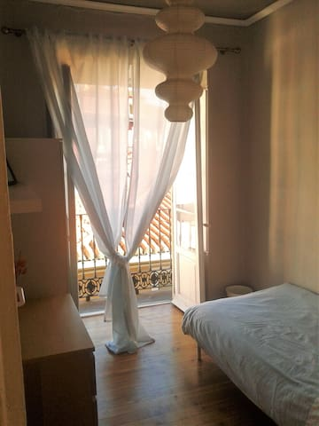Single room with balcony in historical city centre - Valladolid - Apartemen