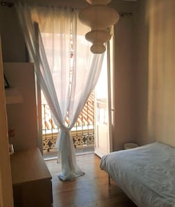 Single room with balcony in historical city centre - Valladolid