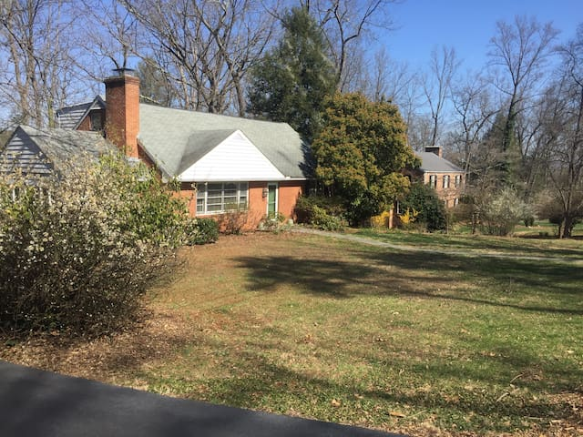 Spacious/quiet Charlottesville 3 bed/2 bath home