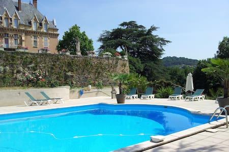 chateau durbilhac - Lamastre - ปราสาท