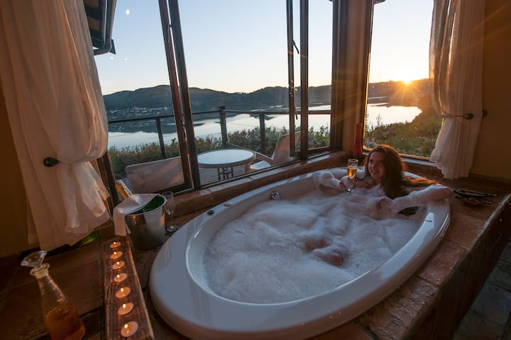 Sunset View Lagoon Suite - Spa Bath Twin Shower