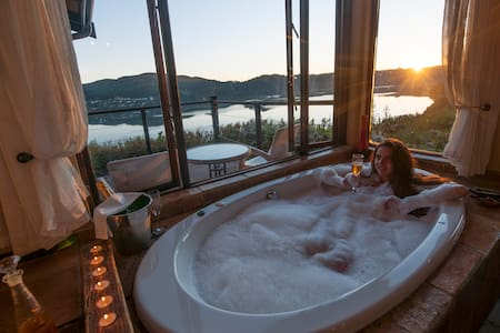 Romantic Lagoon Suite - Spa Bath Twin Shower