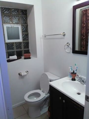 2bedroom with parking included - Chicago - Apartment