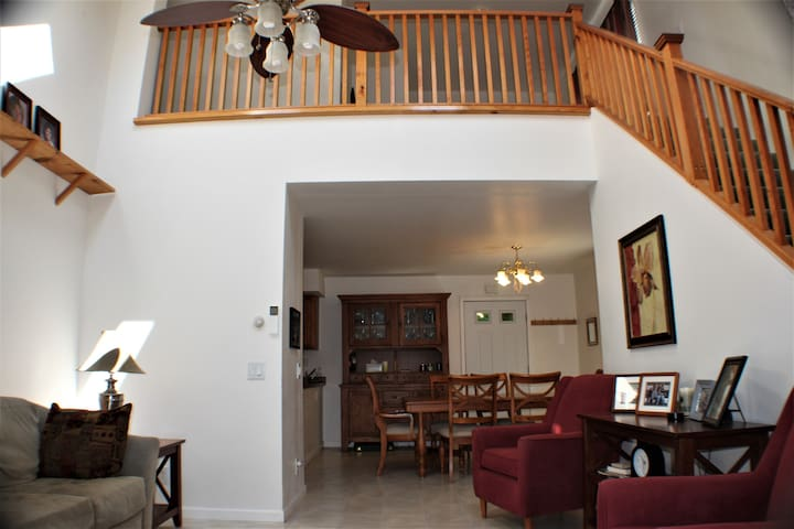 Bright and airy 3 BR  home near Mount Snow!