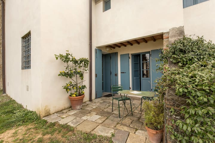 Nice studio flat in farmhouse 27km from Florence