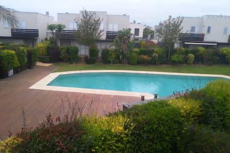 casa con jardin, piscina parking