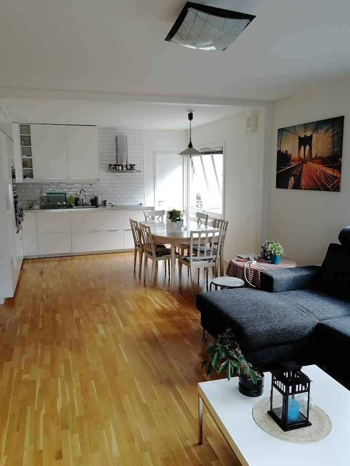Bedroom to rent, close to the center in Göteborg